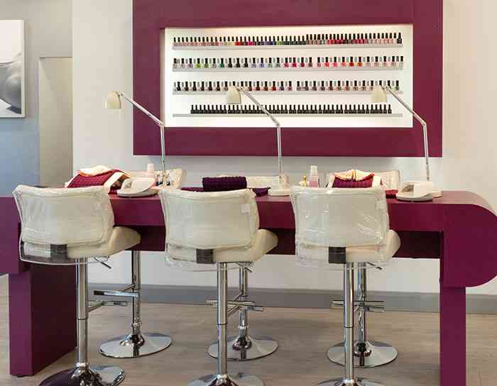 Make Up & Nail Bar